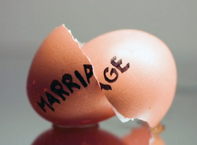 Perceraian, pernikahan, bahagia atau derita